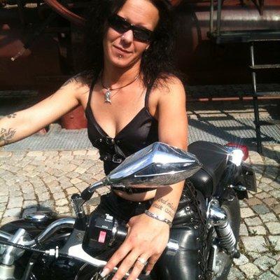 dark-rock-lady